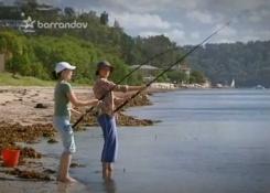 """Cuando """"ellas"""" van de pesca, si que respetan las medidas . . ."""
