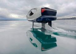 El 'coche' eléctrico que vuela sobre el agua suelta amarras